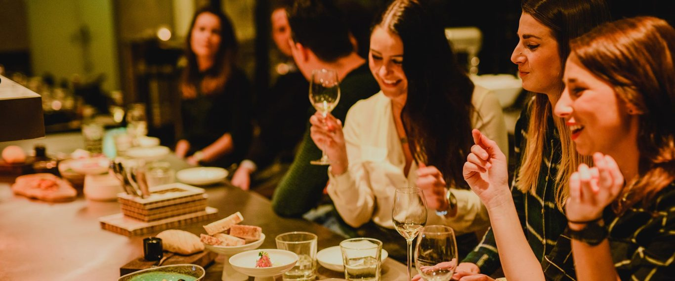 vrouwen aan tafel bij restaurant juliette in nijmegen
